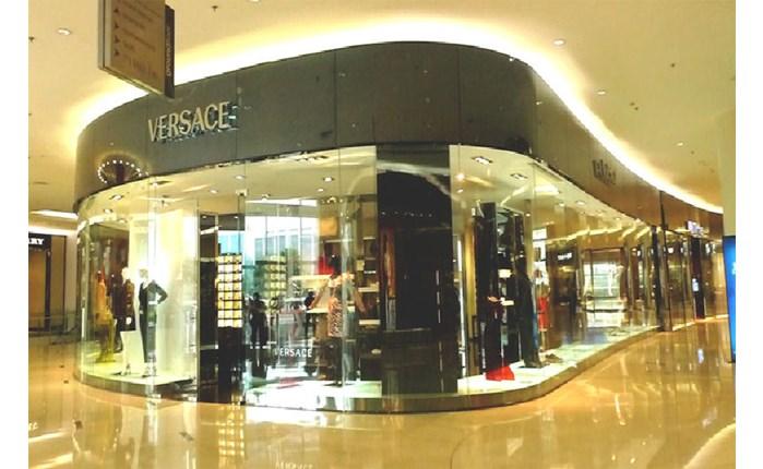 Burberry: Μετακόμισε στη Versace ο επικεφαλής marketing
