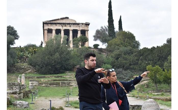 HandsUp: Ξενάγηση στην Αρχαία Αγορά στη Νοηματική Γλώσσα