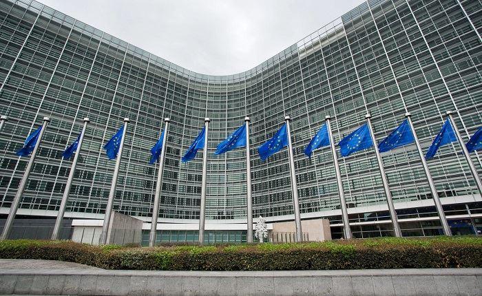 ΕΕ: Προτείνει κώδικα για την αντιμετώπιση της διαδικτυακής παραπληροφόρησης