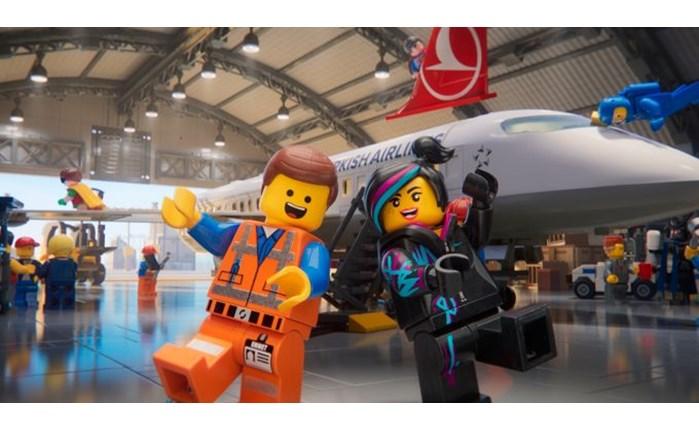 Turkish Airlines: Νέο βίντεο με οδηγίες για την ασφάλεια σε συνεργασία με την Warner Bros