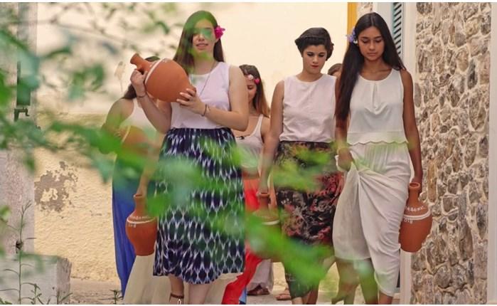 COSMOTE TV: Τα έθιμα & οι παραδοσιακές μας γιορτές στo ντοκιμαντέρ «Ο τόπος μου γιορτάζει»