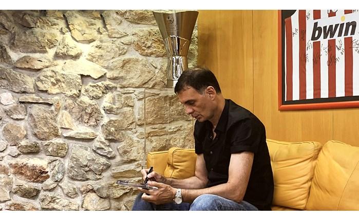 Ο Γιώργος Μπαρτζώκας στα γραφεία της bwin