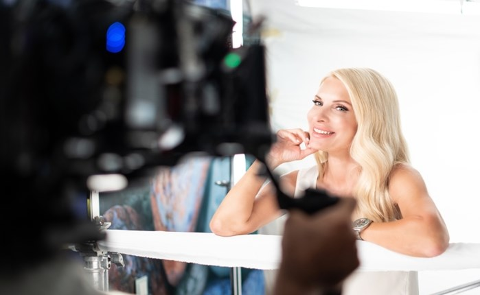 L'Oréal: Έρχεται νέα τηλεοπτική καμπάνια
