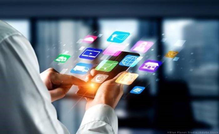 Ψηφιακή τεχνολογία: Η ΕΕ πρέπει να θεσπίσει πρότυπα για τις πλατφόρμες