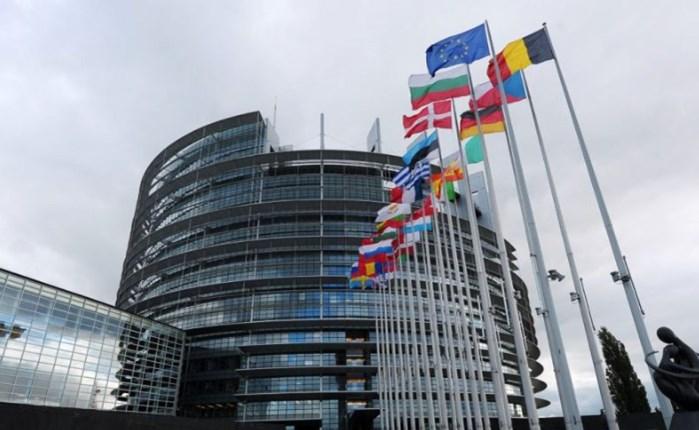 ΕΚ: Η προστασία της δημοκρατίας χρειάζεται κανόνες για τα μέσα κοινωνικής δικτύωσης