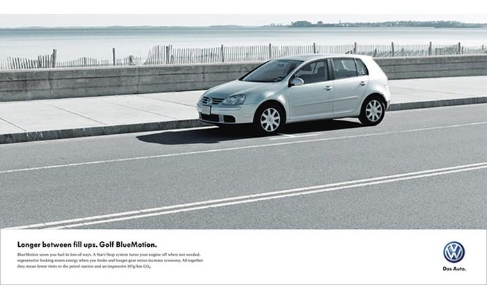 VW: Επαναφέρει σταδιακά τη διαφήμιση