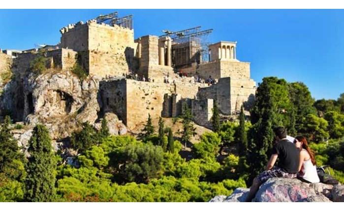 Το Buzfeed.com εξυμνεί την Αθήνα