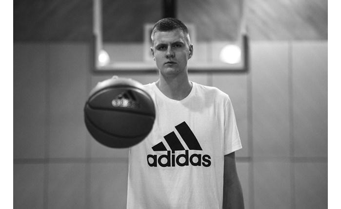 Adidas: Νέα προσθήκη ο K. Porzingis