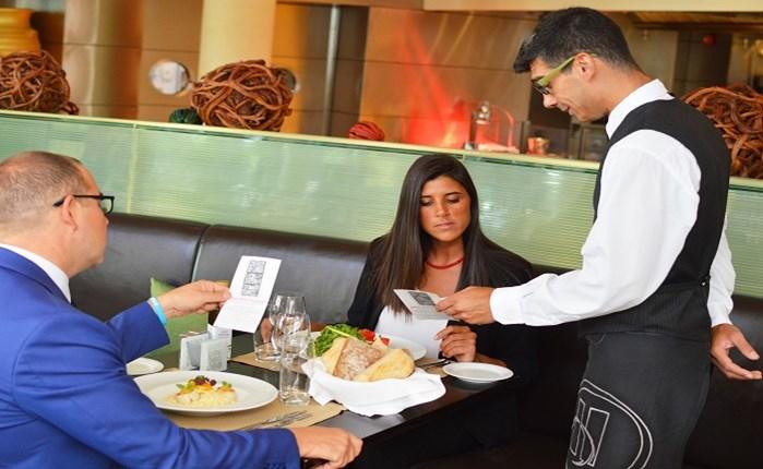 Hilton Αθηνών: Γεύμα για καλό σκοπό