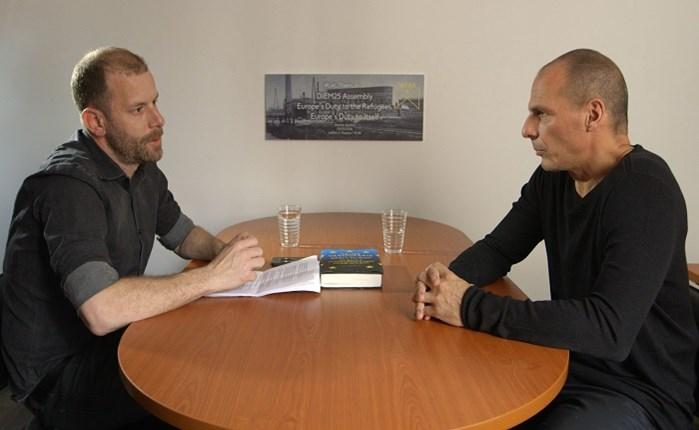 Ο Γιάνης Βαρουφάκης στο VICE