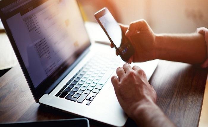Μέσω τουλάχιστον 2 συσκευών στο Διαδίκτυο οι Έλληνες
